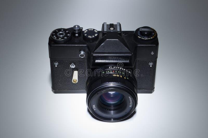 Câmera velha da foto isolada imagens de stock