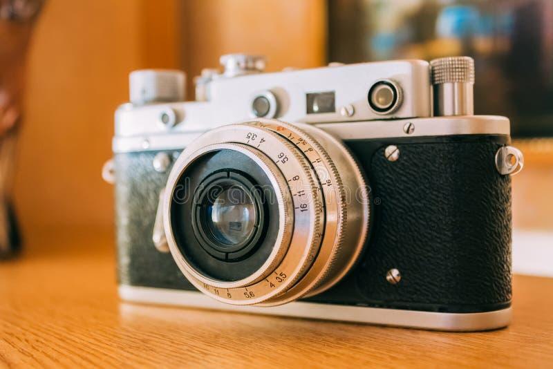 Câmera velha do Rangefinder do Pequeno-formato do vintage, 1950-1960s imagens de stock