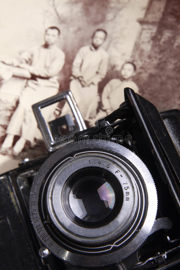 Câmera velha e foto velha fotos de stock