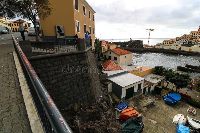Câmara de Lobos på sydkusten av ömadeiran, Portugal royaltyfri bild