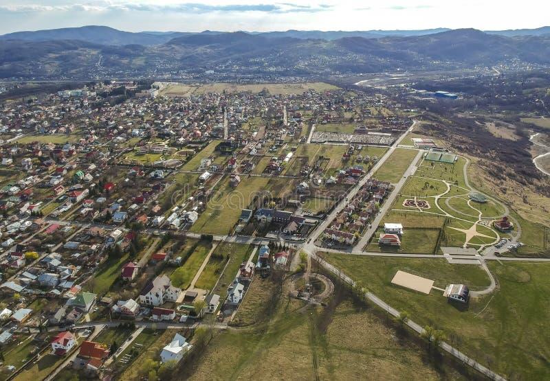 Câmpina, Rumänien, Vogelperspektive des Vorstadtgebiets lizenzfreie stockfotografie