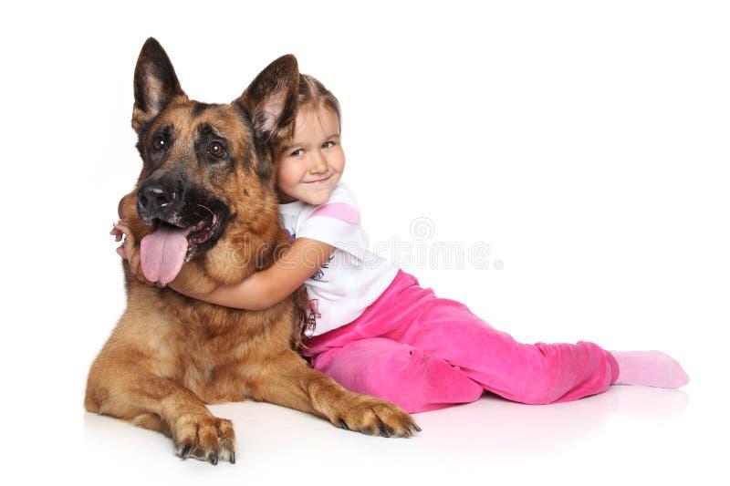 Cão da menina e de pastor alemão fotografia de stock