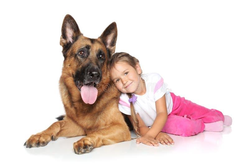 Cão da rapariga e de pastor alemão fotografia de stock