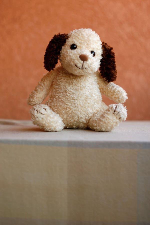 Cão de brinquedo retro enchido imagens de stock royalty free
