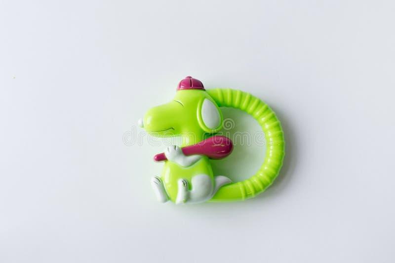 Cão do verde do brinquedo isolado no fundo branco imagens de stock royalty free