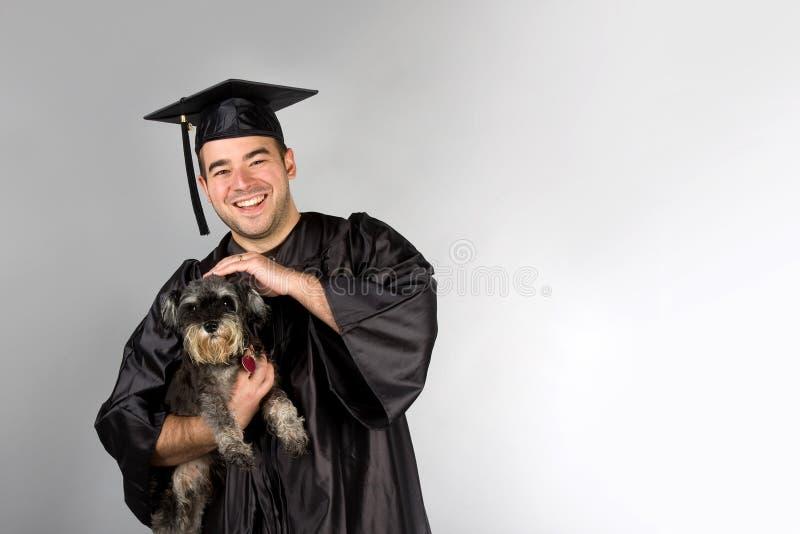 Cão graduado da terra arrendada fotografia de stock