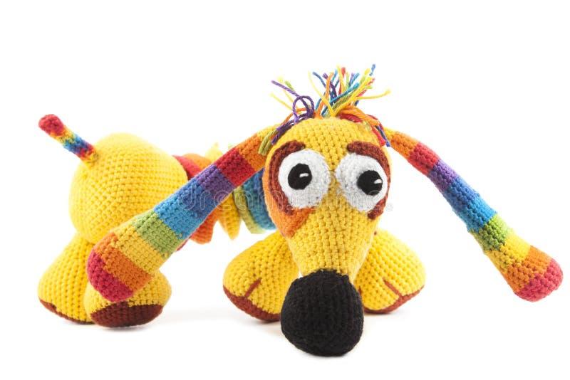 Cão iridescente feito malha fotografia de stock