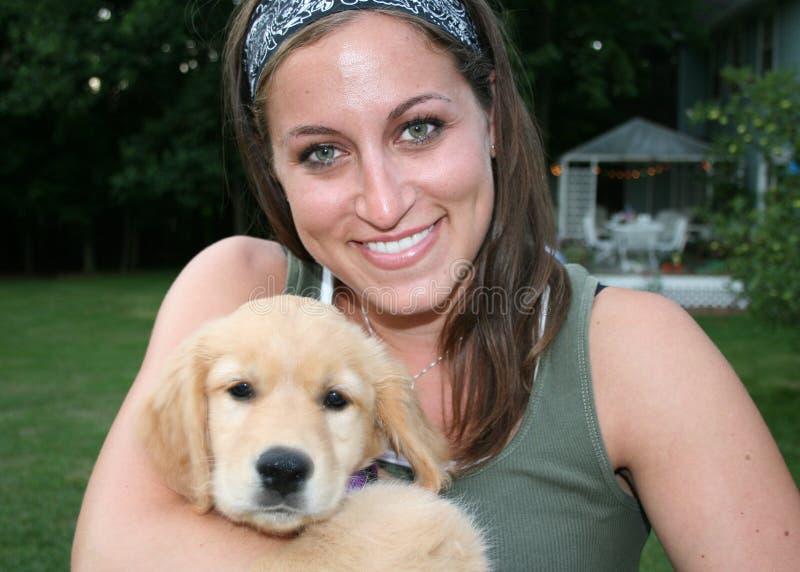 Cão Petting das mulheres imagens de stock royalty free