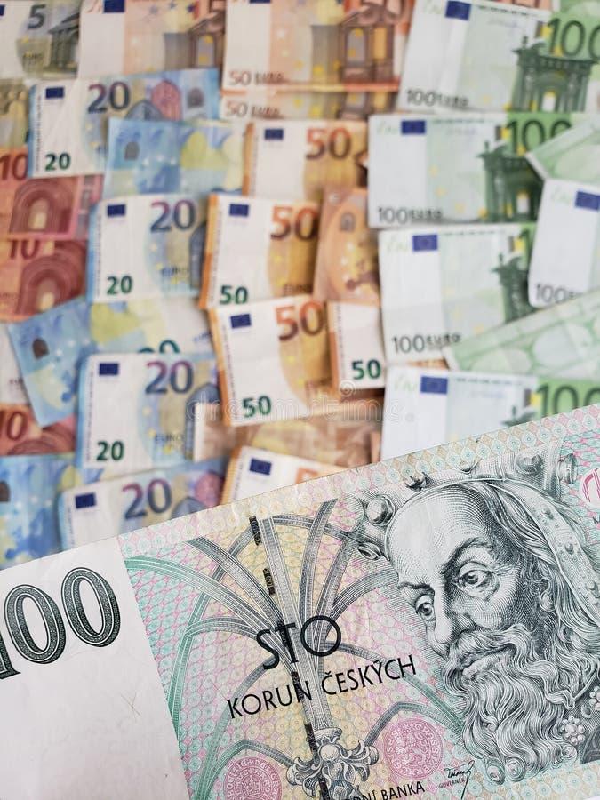 Cédula checa de 100 contas do korun e do euro imagem de stock royalty free