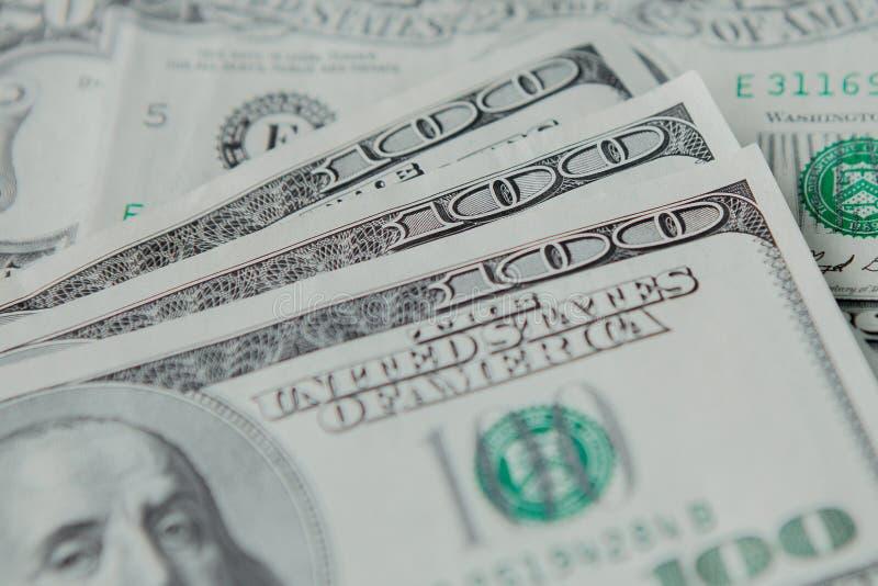 Cédulas americanas do dólar do close-up na perspectiva dos dólares fotografia de stock