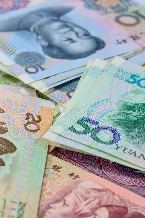 Cédulas de Yuan do chinês (renminbi) para o dinheiro e o conce do negócio imagens de stock
