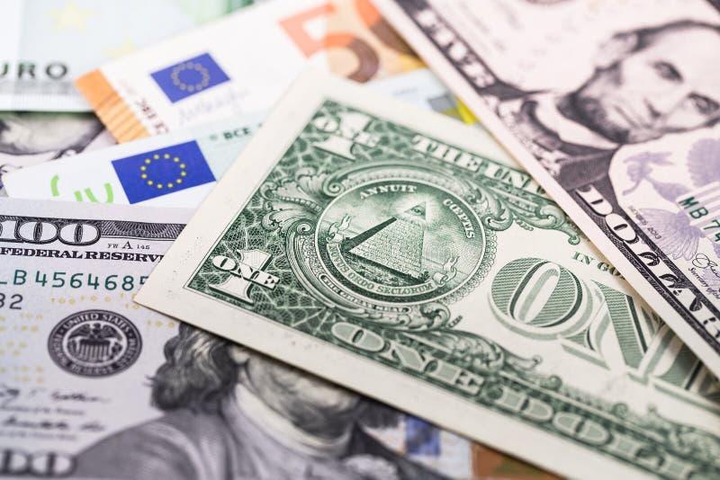 Cédulas dos dólares e do Euro imagens de stock
