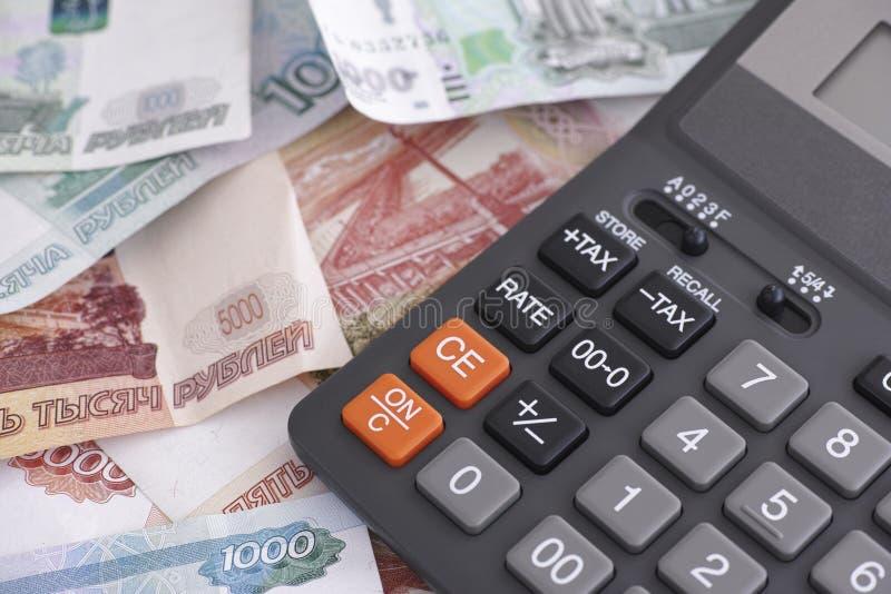 Cédulas e calculadora do rublo de russo fotos de stock royalty free