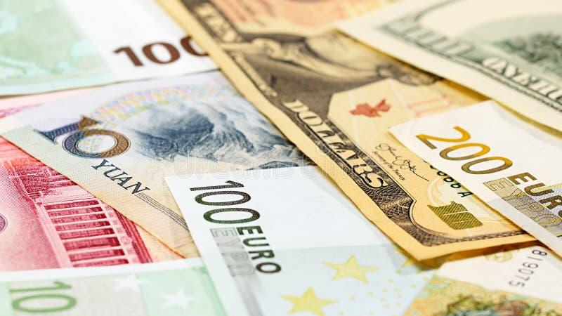 Cédulas principais da moeda Yuan da palavra, do dólar americano e do Euro imagem de stock royalty free