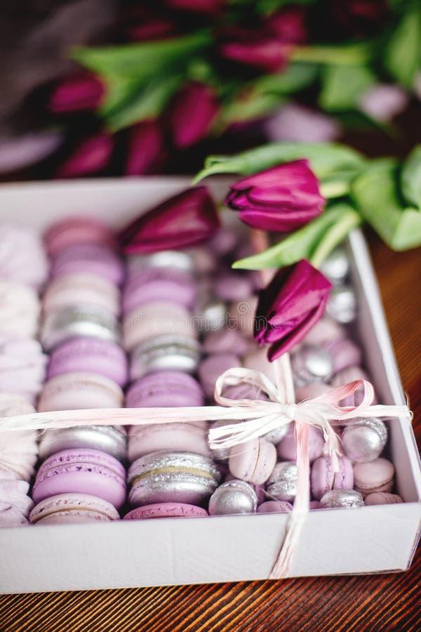 Céfiro, macarrones y tulipanes imagen de archivo libre de regalías