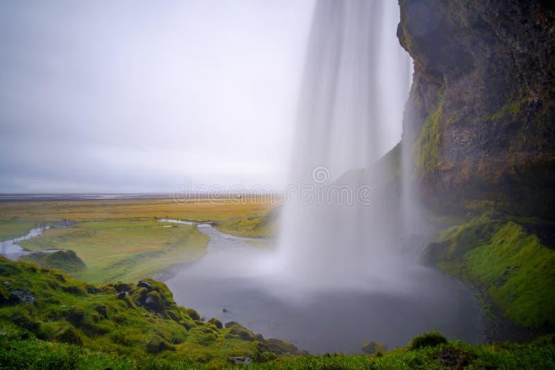 Célèbre cascade islandaise Seljalandsfoss, Islande photographie stock libre de droits
