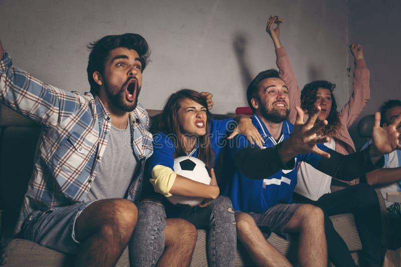 Célébrant la victoire du ` s d'équipe après marquage d'un but photos libres de droits
