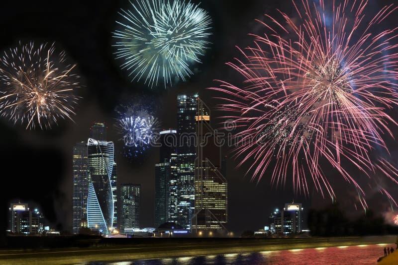 Célébration chinoise de nouvelle année, exposition de feux d'artifice photographie stock libre de droits