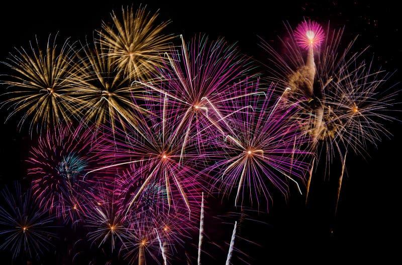 Célébration de feux d'artifice la nuit sur l'espace de nouvelle année et de copie - ABS photographie stock libre de droits