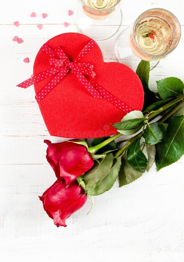 Célébration de jour de valentines avec le champagne image stock