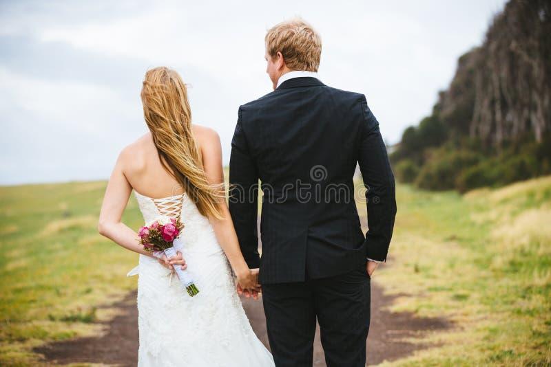 Célébration de mariage avec le bouquet images stock