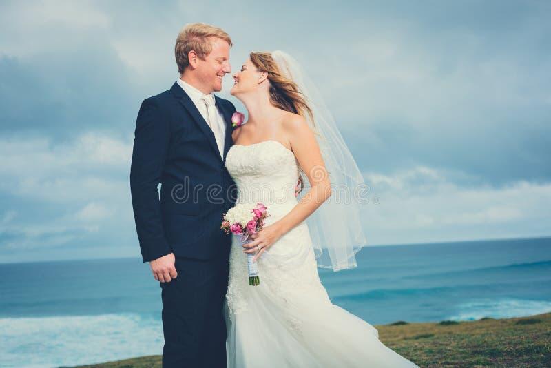 Célébration de mariage avec le bouquet photo stock