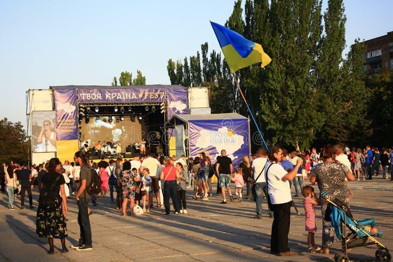Célébration du Jour de la Déclaration d'Indépendance de l'Ukraine dans Mariupol images stock