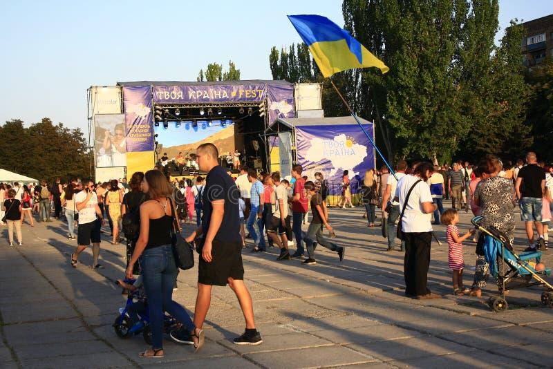 Célébration du Jour de la Déclaration d'Indépendance de l'Ukraine dans Mariupol image stock