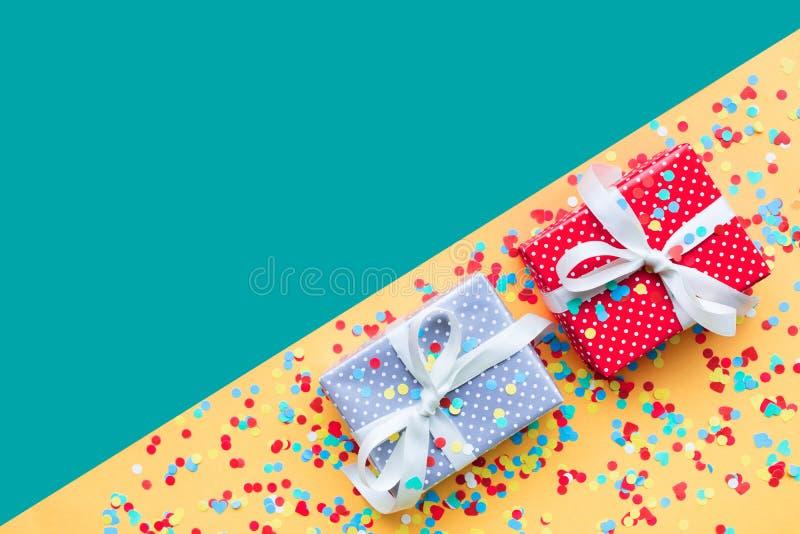 Célébration, idées de concepts de milieux de partie avec le présent coloré de boîte-cadeau photo libre de droits