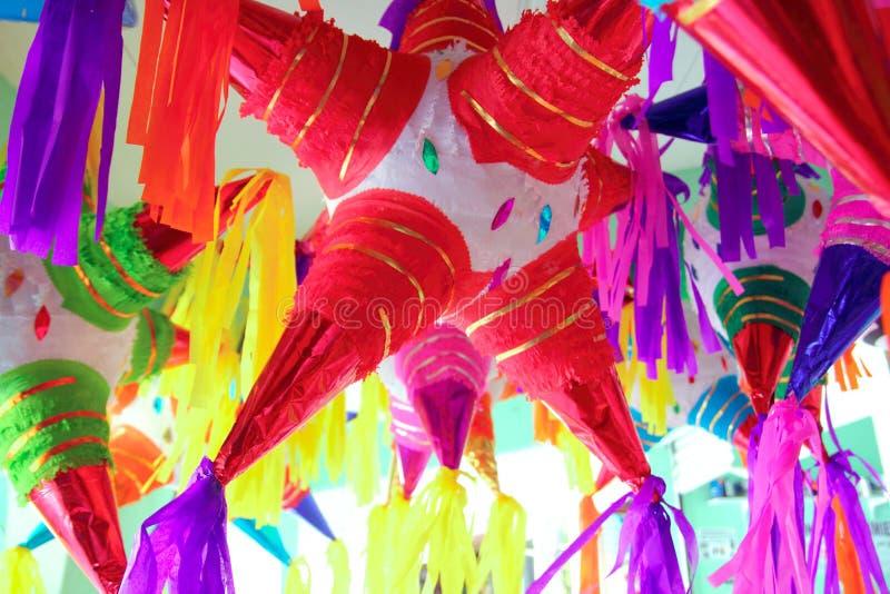 Célébration traditionnelle mexicaine de forme d'étoile de Pinatas image stock