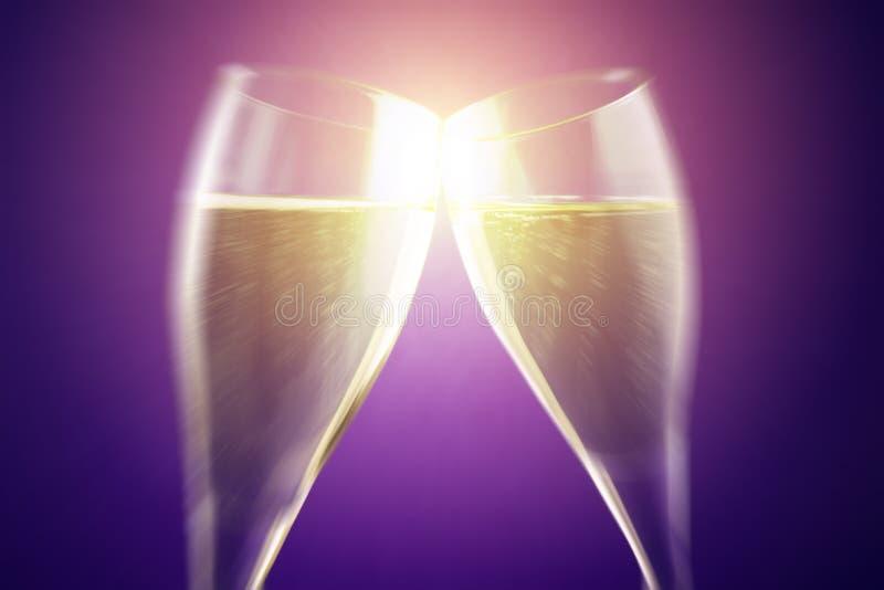 Célébrez avec du vin pétillant image libre de droits