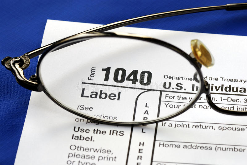 Céntrese en el impuesto sobre la renta de Estados Unidos 1040 imagenes de archivo