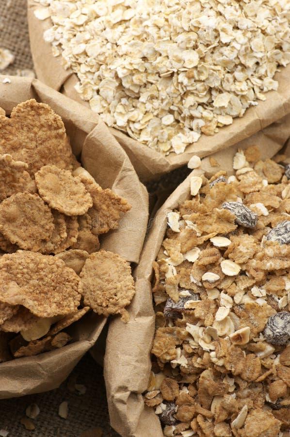 Céréales dans les sacs photographie stock