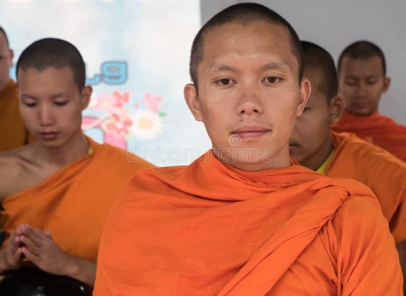 Cérémonie d'aumône de moines, Thaïlande images stock