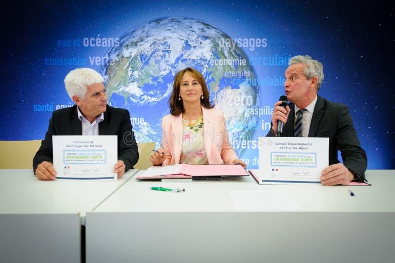 Cérémonie de assinaturas de contrats Territoires à Energie Positive pour la Croissance et Territoires Zéro Déchet Zéro Gaspil fotos de stock royalty free