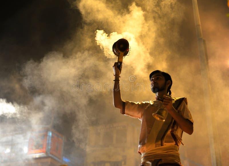 Cérémonie de Ganga Aarti à Varanasi image stock
