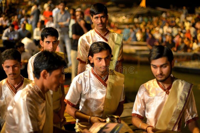 Cérémonie de Ganga Aarti à Varanasi photographie stock libre de droits
