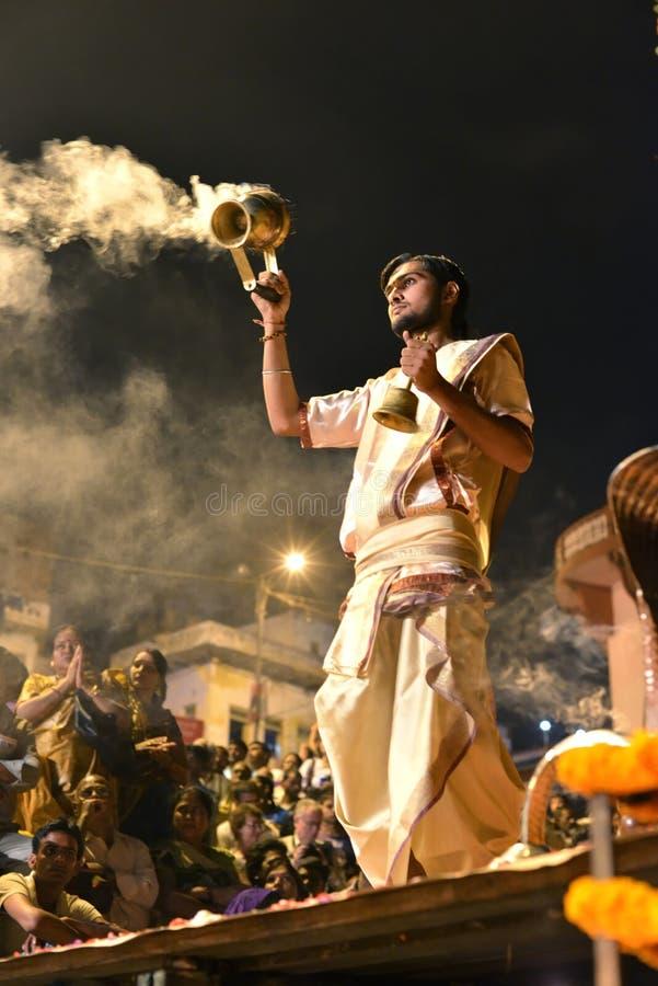 Cérémonie de Ganga Aarti à Varanasi photo libre de droits