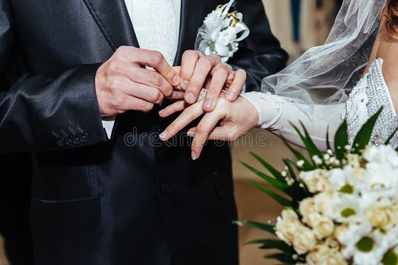 Cérémonie de mariage Bureau d'enregistrement Nouveau-marié photo stock