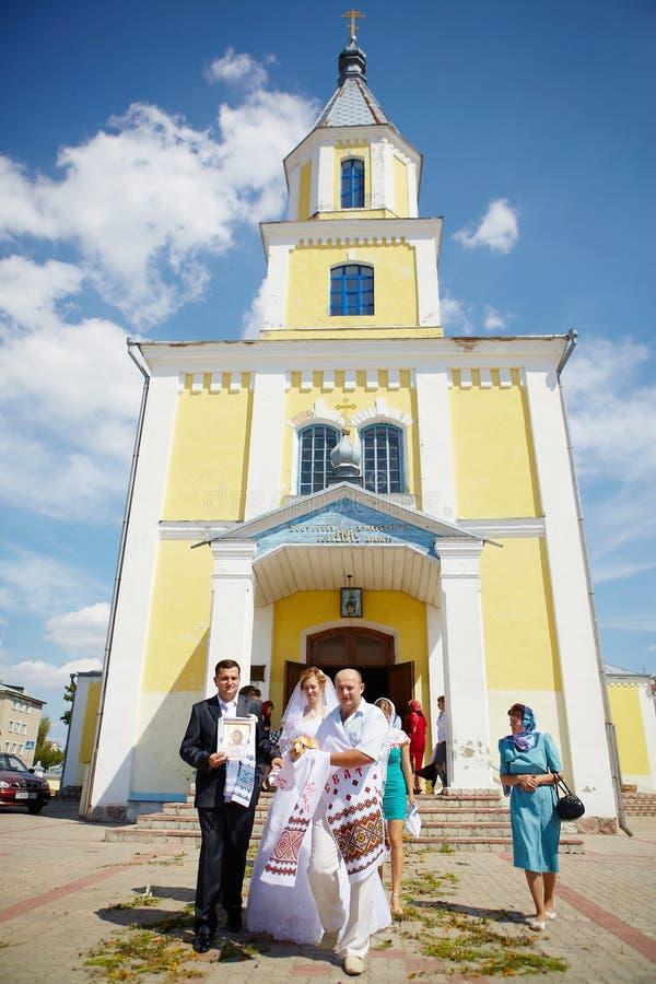 Cérémonie de mariage dans l'église orthodoxe russe image libre de droits