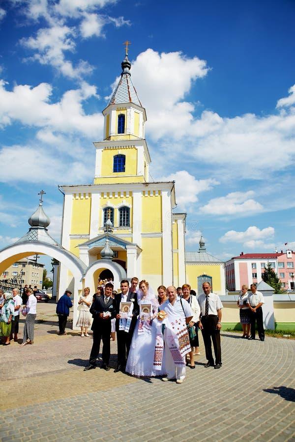Cérémonie de mariage dans l'église orthodoxe russe images stock