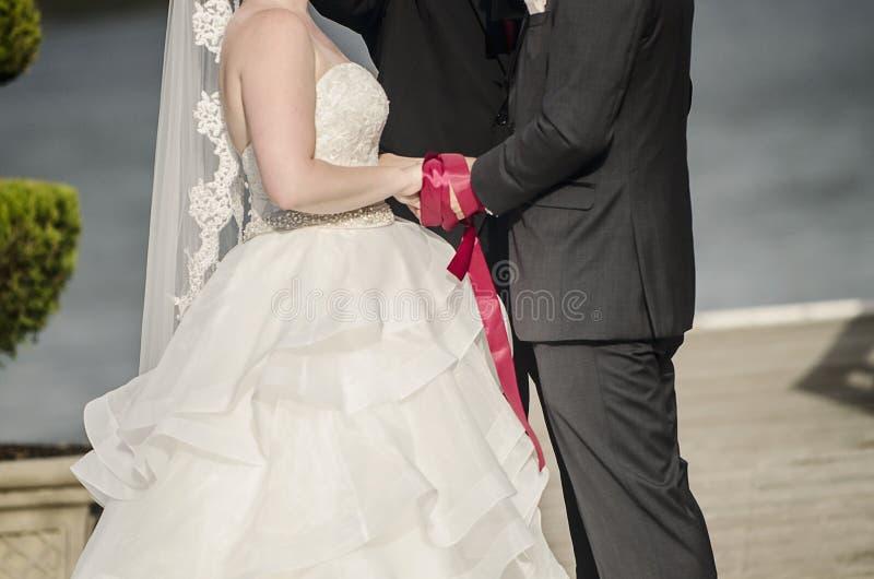 Cérémonie de mariage de Handfasting photo libre de droits
