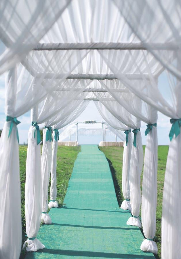 Cérémonie de mariage, voûte, décorations nuptiales images libres de droits
