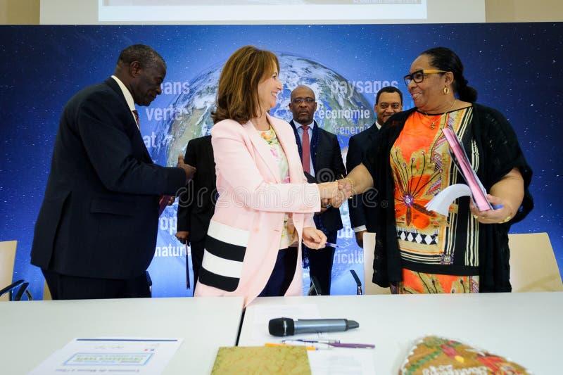 Cérémonie de signature de contrats Territoires à Energie Positif pour la Croissance et Territoires Zéro Déchet Zéro Zéro Ga photos libres de droits