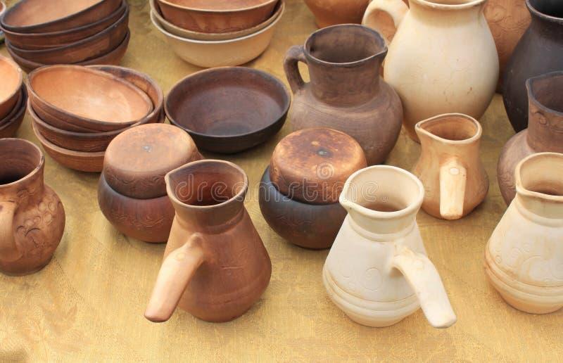 Céramique écologique de poterie d'argile vendue sur le marché photo stock