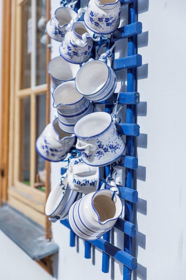 Céramique bleue et blanche allemande Poterie faite main Pont de Kraemerbruecke, Erfurt, Allemagne photos libres de droits