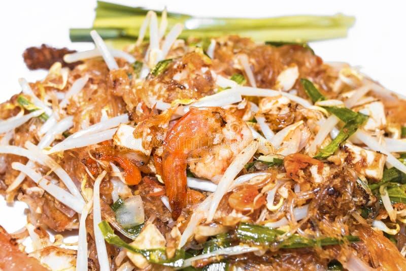 Césped tailandés Fried Rice Sticks de Goong del cojín con el camarón Alimento tailandés - fritada #6 del Stir foto de archivo libre de regalías