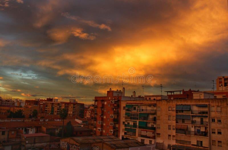 Céu alaranjado após a tempestade em Valência fotografia de stock royalty free