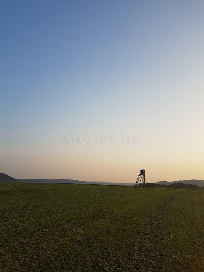 Céu alaranjado azul claro do verão fotografia de stock royalty free