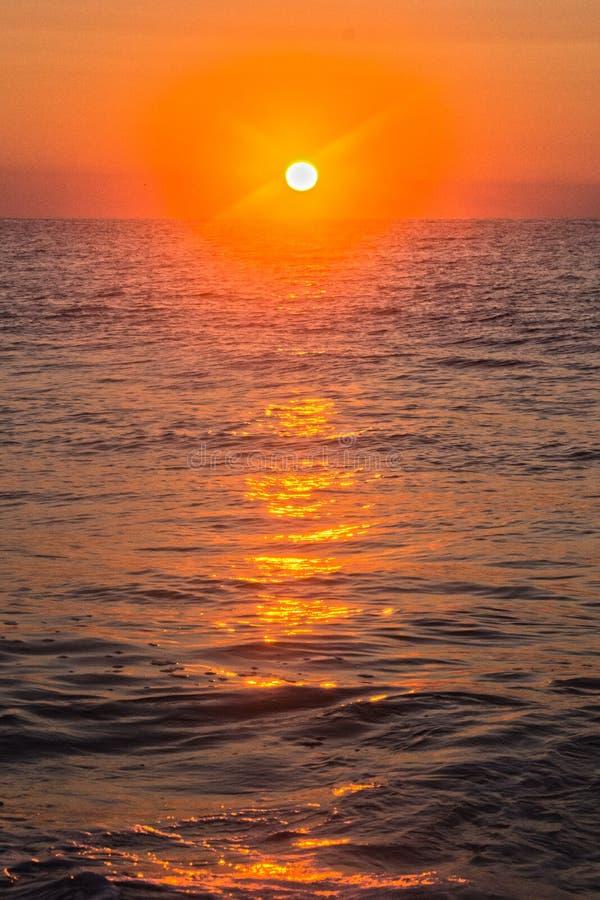 Céu alaranjado do nascer do sol foto de stock royalty free